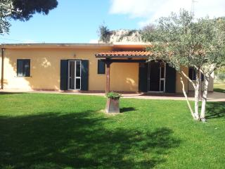 4 bedroom Villa with A/C in Roccella Ionica - Roccella Ionica vacation rentals