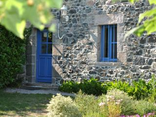 Nice Gite with Internet Access and Satellite Or Cable TV - Henanbihen vacation rentals