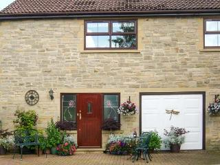 TICK TOCK COTTAGE, en-suite bathroom, pet-friendly, lawned garden, Ref 906673 - Chopwell vacation rentals