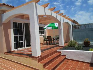 Nice 2 bedroom Bungalow in Caleta de Fuste with Internet Access - Caleta de Fuste vacation rentals