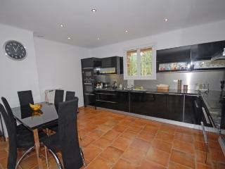 5 bedroom Villa with Deck in La Tour d'Aigues - La Tour d'Aigues vacation rentals