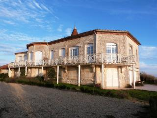 Perfect Condo with Internet Access and Central Heating - Meschers-sur-Gironde vacation rentals