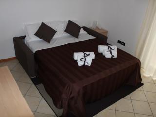 Monolocale a 50 metri dal mare - Residence Cigno - Viserba vacation rentals