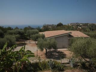 Nice House with Garden and Satellite Or Cable TV - Capo Vaticano vacation rentals