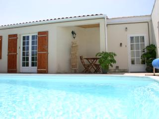 Lovely Studio, Residence nr town with pool, wifi - La Rochelle vacation rentals