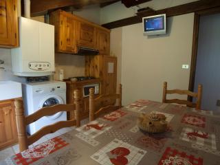 Bright Apartment in Rhemes Saint Georges with Parking, sleeps 5 - Rhemes Saint Georges vacation rentals