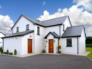 Bright Drumshanbo vacation Cottage with Parking Space - Drumshanbo vacation rentals