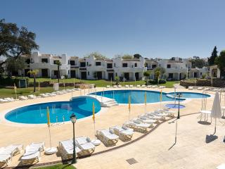 LLamedos is a  g/floor apart with High Speed Internet, Full Sky Package & aircon - Albufeira vacation rentals