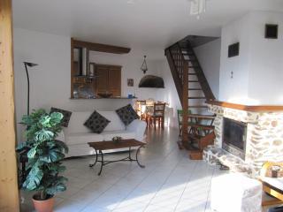 Lovely 2 bedroom Prades Gite with Internet Access - Prades vacation rentals