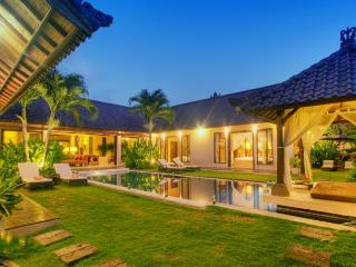 Tania, Luxury 3Bed, Electronic Gated Access, Semin - Seminyak vacation rentals