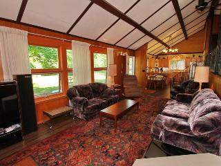 4 bedroom Cottage with Deck in Lions Head - Lions Head vacation rentals