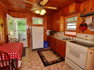 2 bedroom Cottage with Deck in Dyers Bay - Dyers Bay vacation rentals