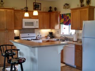1 bdr, 1 bth 1296 sq ft house with whirlpool tub - Honomu vacation rentals