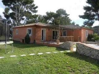VILLA AVEC PISCINE PROCHE AIX ET MARSEILLE - Aix-en-Provence vacation rentals