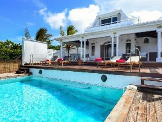 Ocean facing  Blue Horizon with island views, pool & Jacuzzi on quiet hillside - Camaruche vacation rentals