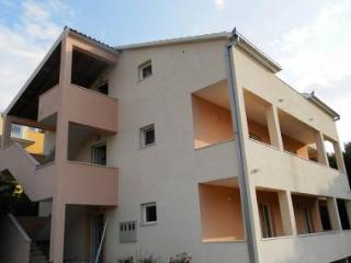 35645 A1(5+2) - Okrug Gornji - Island Ciovo vacation rentals