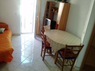 Romantic 1 bedroom Makarska Condo with Internet Access - Makarska vacation rentals