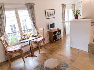Marais Authentic - Peaceful St Paul 1 bedroom Apartment - Paris vacation rentals
