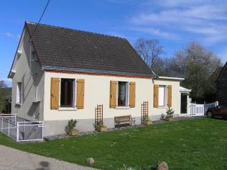 Nice Bungalow with Washing Machine and Television - Eguzon-Chantome vacation rentals