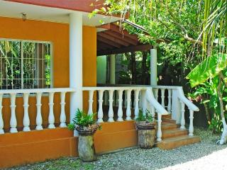 Wonderful 3 bedroom Tolu Beach hut with Internet Access - Tolu vacation rentals