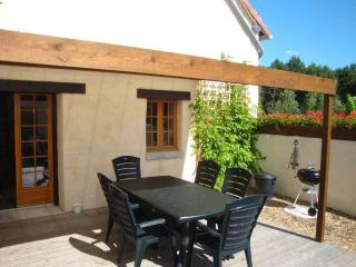 Lovely 3 bedroom Gite in Descartes with Deck - Descartes vacation rentals