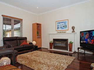 Lovely 2 bedroom House in Belmont - Belmont vacation rentals