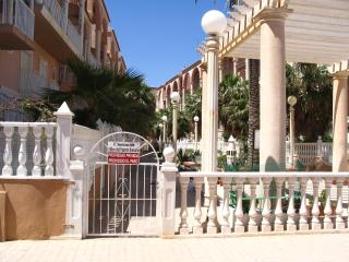 2Bed, Pool, WIFI, 2 bathrms, Sat. TV. Sea and Beach/resteraunts close by - La Mata vacation rentals