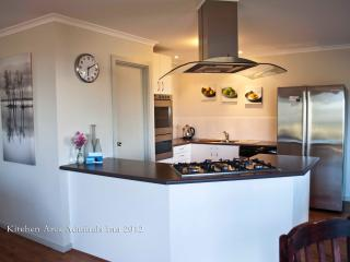2 bedroom House with Dishwasher in Kingscote - Kingscote vacation rentals