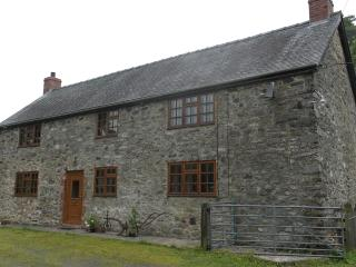 3 bedroom Farmhouse Barn with Internet Access in Llanrhaeadr ym Mochnant - Llanrhaeadr ym Mochnant vacation rentals
