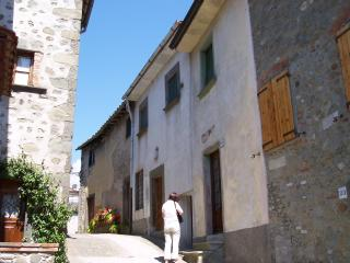Nice House with Central Heating and Television - Tereglio vacation rentals