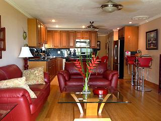 Cozy Apartment with Shared Outdoor Pool and Water Views in Ualapue - Ualapue vacation rentals