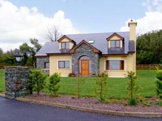 Nice Cottage with Parking Space and DVD Player - Farranfore vacation rentals