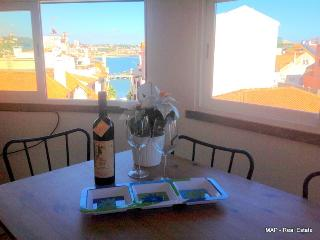 So central with Bay view  - 110 - Cascais vacation rentals
