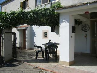 Nice 3 bedroom House in Castiglione Messer Raimondo - Castiglione Messer Raimondo vacation rentals