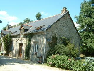 Sunflower Cottage - ask about late discounts - Plouguernevel vacation rentals