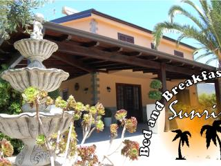 Cozy 3 bedroom Lascari Bed and Breakfast with Internet Access - Lascari vacation rentals