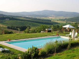 Comfortable 3 bedroom Asciano Farmhouse Barn with Internet Access - Asciano vacation rentals