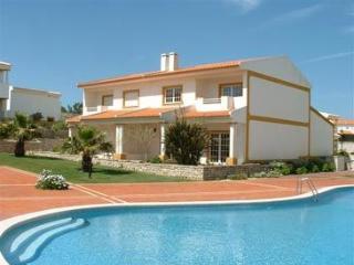 Bright 4 bedroom Caldas da Rainha House with Tennis Court - Caldas da Rainha vacation rentals