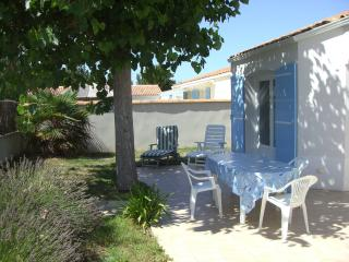 "Summer House ""quiet & close to everything"" - La Faute sur Mer vacation rentals"