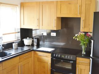 Bright 2 bedroom Condo in Yeovil with Internet Access - Yeovil vacation rentals