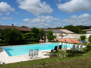 Charming Dompierre sur Charente vacation Farmhouse Barn with Satellite Or Cable TV - Dompierre sur Charente vacation rentals