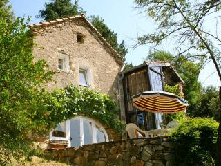 Comfortable 2 bedroom Olargues Gite with Microwave - Olargues vacation rentals
