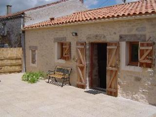 2 bedroom Cottage with Internet Access in Sigournais - Sigournais vacation rentals
