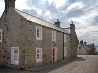 Nice 2 bedroom Burghead Cottage with Internet Access - Burghead vacation rentals