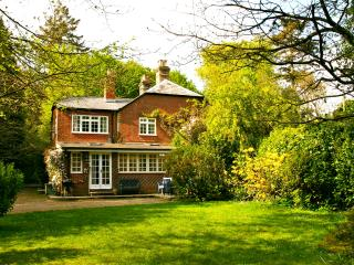 1 Hurstly Cottage, Boldre. Brockenhurst and Lymo - Boldre vacation rentals