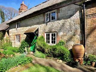 Lovely 3 bedroom Calbourne Cottage with Internet Access - Calbourne vacation rentals