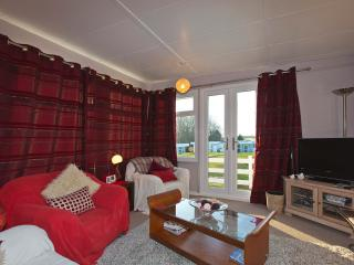 Bright 2 bedroom Newgale Chalet with Linens Provided - Newgale vacation rentals