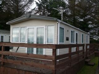 Cozy 2 bedroom Dornoch Caravan/mobile home with Central Heating - Dornoch vacation rentals