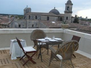 2 bedroom House with Internet Access in Beaucaire - Beaucaire vacation rentals
