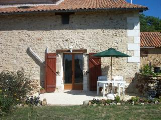 Nice Gite with Internet Access and Satellite Or Cable TV - Siorac-de-Riberac vacation rentals